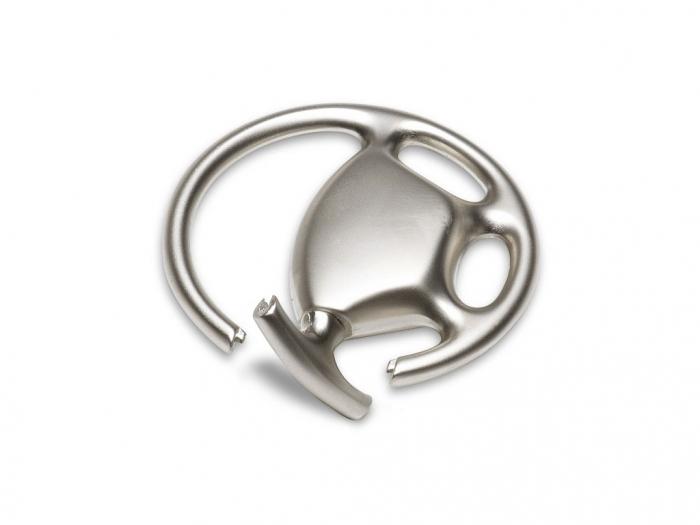 Metal key ring in steering wheel shape