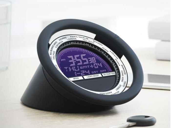 Desk clock in steering wheel shape
