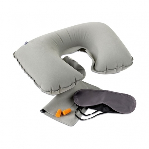 Travel set with pillow