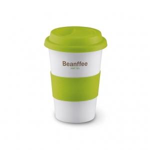 Ceramic mug with silicone lid